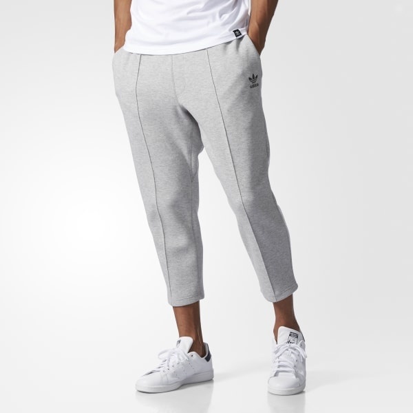 Cropped pants for street wear