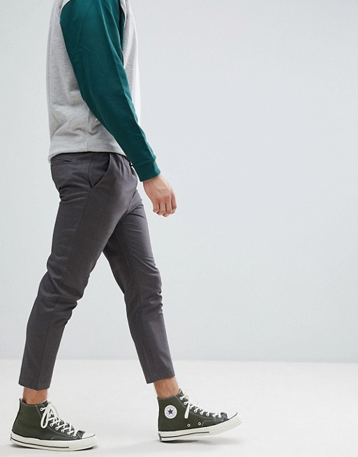 gray cropped pants with converse chucks