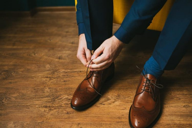to Wear a Blue Suit with Brown Shoes