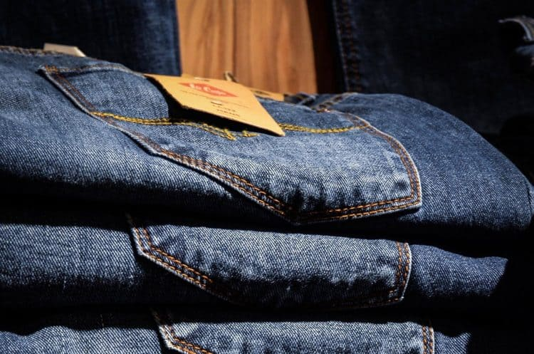 blue-jeans-clothes-folded
