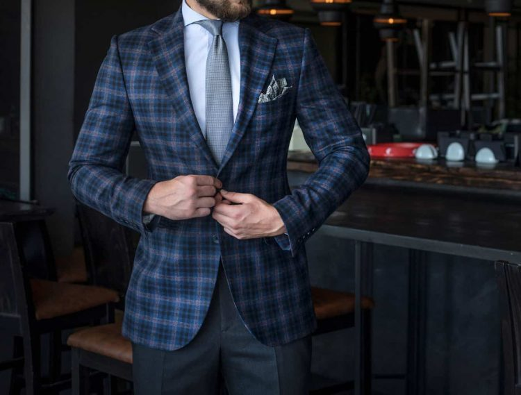 folded-pocket-square-in-suit