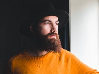 man with straight beard
